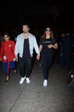 Bipasha Basu, Karan Singh Grover snapped at airport on 10th Jan 2017 (17)_587606dc417e3.JPG