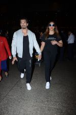 Bipasha Basu, Karan Singh Grover snapped at airport on 10th Jan 2017 (19)_587606dd35a9e.JPG