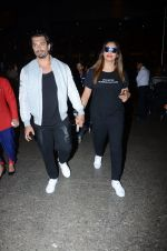 Bipasha Basu, Karan Singh Grover snapped at airport on 10th Jan 2017 (20)_587606de4414b.JPG