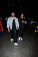 Bipasha Basu, Karan Singh Grover snapped at airport on 10th Jan 2017 (28)_587606e338f57.JPG