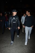 Dj Axwell snapped at airport on 10th Jan 2017 (50)_587606cd62fb0.JPG