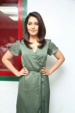 Raashi Khanna photo shoot  (8)_58760760d46b0.JPG