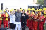 Deepika Padukone greets Vin Diesel who arrived in India on 11th Jan 2017(68)_58774aaba0e2f.JPG