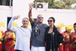 Deepika Padukone greets Vin Diesel who arrived in India on 11th Jan 2017(71)_58774aae3265c.JPG