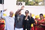 Deepika Padukone greets Vin Diesel who arrived in India on 11th Jan 2017(72)_58774aaed42d7.JPG
