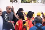 Deepika Padukone greets Vin Diesel who arrived in India on 11th Jan 2017(73)_58774aaf7bb31.JPG