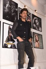 Shahrukh Khan at Dabboo Ratnani calendar launch in Mumbai on 11th Jan 2017 (260)_5877576e90148.JPG