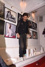 Shahrukh Khan at Dabboo Ratnani calendar launch in Mumbai on 11th Jan 2017 (264)_58775770e4ff7.JPG
