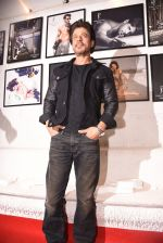 Shahrukh Khan at Dabboo Ratnani calendar launch in Mumbai on 11th Jan 2017 (270)_58775774128b8.JPG