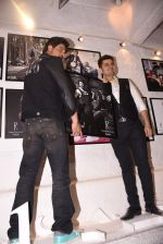 Shahrukh Khan at Dabboo Ratnani calendar launch in Mumbai on 11th Jan 2017 (281)_5877577a78e90.JPG