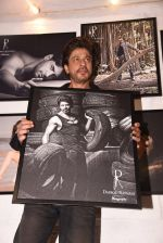 Shahrukh Khan at Dabboo Ratnani calendar launch in Mumbai on 11th Jan 2017 (285)_5877577cbf739.JPG