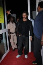 Shahrukh Khan at Dabboo Ratnani calendar launch in Mumbai on 11th Jan 2017 (456)_5877578b344a7.JPG