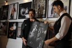 Shahrukh Khan at Dabboo Ratnani calendar launch in Mumbai on 11th Jan 2017 (492)_5877579f3c22d.JPG