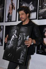 Shahrukh Khan at Dabboo Ratnani calendar launch in Mumbai on 11th Jan 2017 (495)_587757a1ee205.JPG