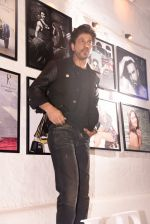 Shahrukh Khan at Dabboo Ratnani calendar launch in Mumbai on 11th Jan 2017 (263)_587757704f0c4.JPG