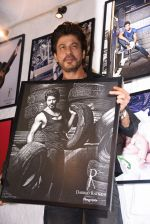 Shahrukh Khan at Dabboo Ratnani calendar launch in Mumbai on 11th Jan 2017 (279)_5877585c602ec.JPG