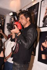 Shahrukh Khan at Dabboo Ratnani calendar launch in Mumbai on 11th Jan 2017 (291)_587757807302c.JPG