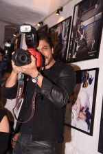 Shahrukh Khan at Dabboo Ratnani calendar launch in Mumbai on 11th Jan 2017 (293)_587757819c8e7.JPG