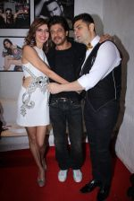 Shahrukh Khan at Dabboo Ratnani calendar launch in Mumbai on 11th Jan 2017 (473)_58775794a0886.JPG