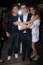 Shahrukh Khan at Dabboo Ratnani calendar launch in Mumbai on 11th Jan 2017 (508)_587757a9ccc22.JPG