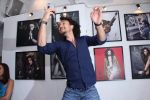 Tiger Shroff at Dabboo Ratnani calendar launch in Mumbai on 11th Jan 2017 (212)_587758041a80e.JPG