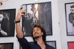 Tiger Shroff at Dabboo Ratnani calendar launch in Mumbai on 11th Jan 2017 (211)_5877580359f2a.JPG
