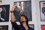 Tiger Shroff at Dabboo Ratnani calendar launch in Mumbai on 11th Jan 2017 (215)_58775805e78ec.JPG