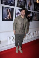 Varun Dhawan at Dabboo Ratnani calendar launch in Mumbai on 11th Jan 2017 (68)_58775829afec0.JPG