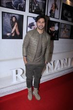 Varun Dhawan at Dabboo Ratnani calendar launch in Mumbai on 11th Jan 2017 (70)_5877582b53cc8.JPG