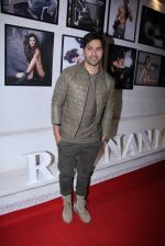 Varun Dhawan at Dabboo Ratnani calendar launch in Mumbai on 11th Jan 2017 (71)_5877582c26d0a.JPG