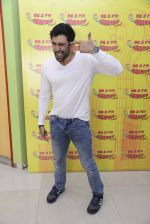 Amit Sadh at Radio Mirchi on 12th Jan 2017 (10)_58787f8c24d0f.JPG
