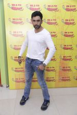 Amit Sadh at Radio Mirchi on 12th Jan 2017 (11)_58787f8cb6245.JPG