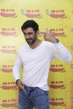 Amit Sadh at Radio Mirchi on 12th Jan 2017 (13)_58787fa0edde9.JPG