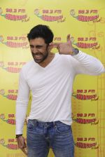 Amit Sadh at Radio Mirchi on 12th Jan 2017 (14)_58787f8dd2276.JPG