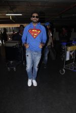 Ayushmann Khurrana snapped at airport on 12th Jan 2017 (9)_58787d9eb76c9.JPG