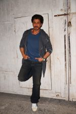 Shah Rukh Khan snapped as he promotes Raees on 12th Jan 2017 (3)_58787f6af0a1b.JPG
