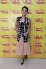 Taapsee Pannu at Radio Mirchi on 12th Jan 2017 (22)_58787fb3ab1ba.JPG