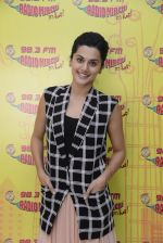 Taapsee Pannu at Radio Mirchi on 12th Jan 2017 (23)_58787fb4465c8.JPG