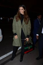 Deepika Padukone snapped on 13th Jan 2017 (11)_587a1f6d02113.JPG