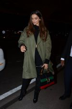 Deepika Padukone snapped on 13th Jan 2017 (12)_587a1f6d8f54d.JPG