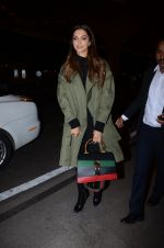 Deepika Padukone snapped on 13th Jan 2017 (14)_587a1f6eb50d7.JPG