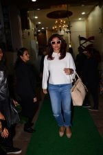 Kajol snapped in Bandra on 13th Jan 2017 (5)_587a1f2ec2c0d.JPG