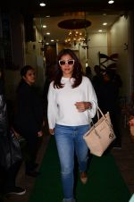 Kajol snapped in Bandra on 13th Jan 2017 (6)_587a1f2f6a6da.JPG