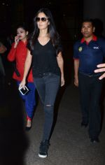 Katrina Kaif snapped on 13th Jan 2017 (3)_587a1f75db608.JPG