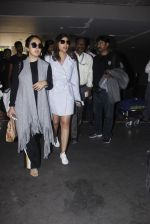 Parineeti Chopra snapped at airport  on 13th Jan 2017 (12)_587a1f9c4cbd5.JPG