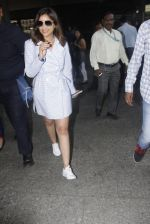 Parineeti Chopra snapped at airport  on 13th Jan 2017 (10)_587a1f9b066f9.JPG