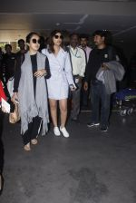 Parineeti Chopra snapped at airport  on 13th Jan 2017 (11)_587a1f9bb9d81.JPG