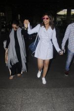 Parineeti Chopra snapped at airport  on 13th Jan 2017 (7)_587a1f9953376.JPG