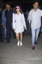 Parineeti Chopra snapped at airport  on 13th Jan 2017 (8)_587a1f99da8fd.JPG