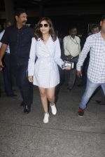 Parineeti Chopra snapped at airport  on 13th Jan 2017 (9)_587a1f9a72983.JPG